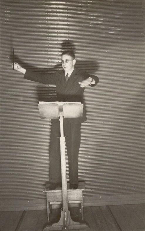 1937 - Dirigent Jo van Leeuwen