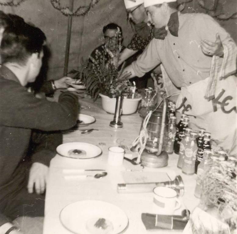 1965 - Diner op de laatste kampdag